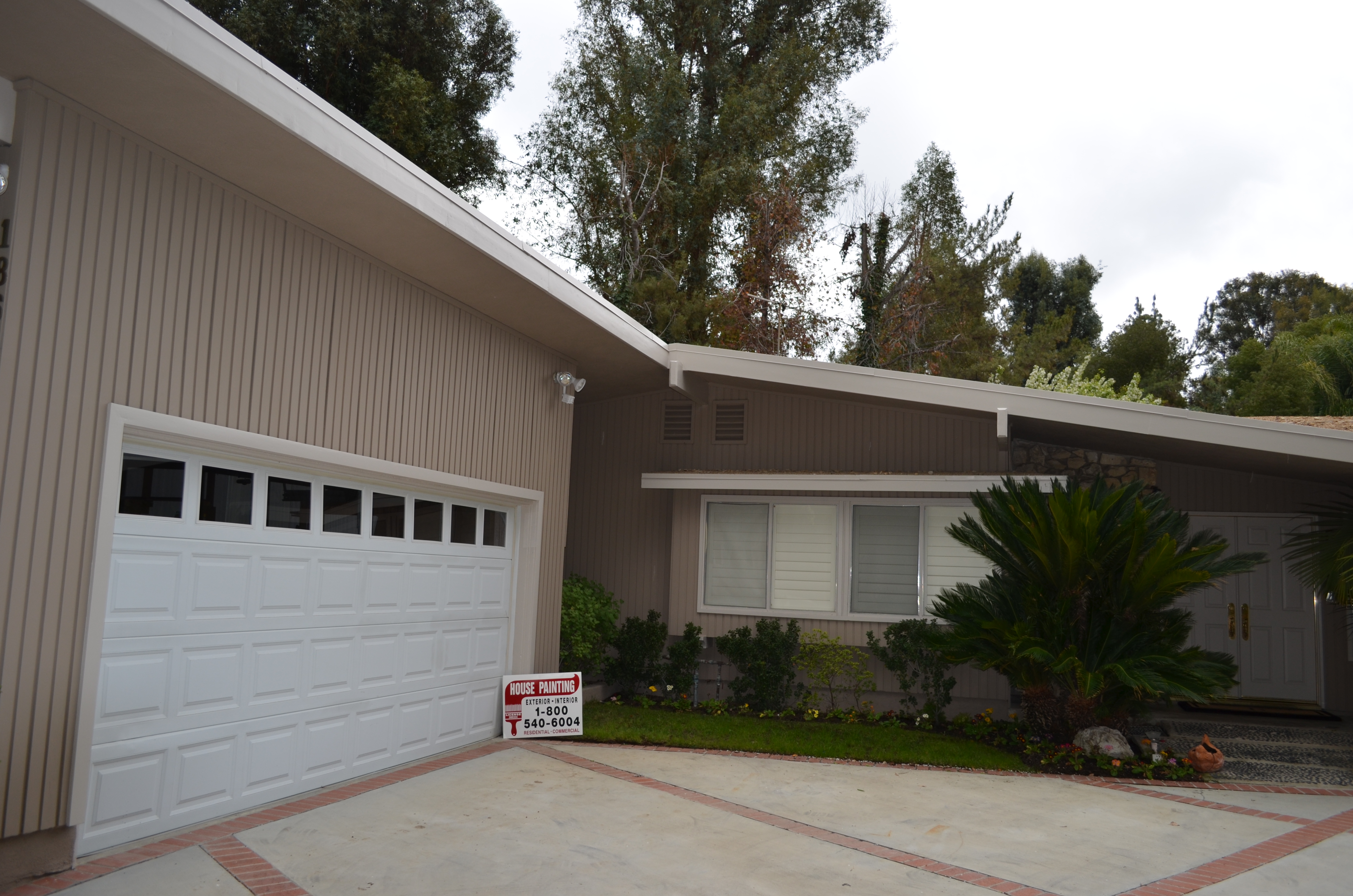 Los Angeles Painting Contractor, House Painting Inc., successfully completed an exterior residential painting job in Los Angeles 90004.
